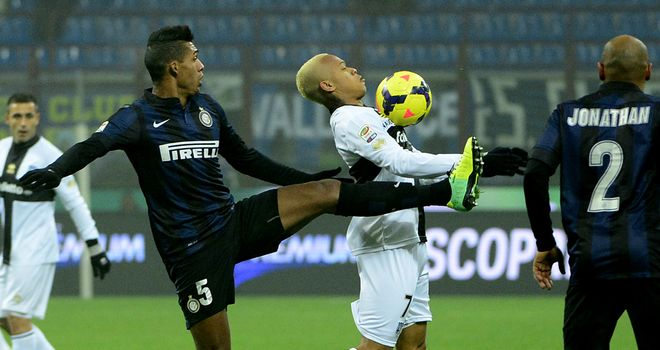 Jonathan Biabiany takes control of the ball for Parma