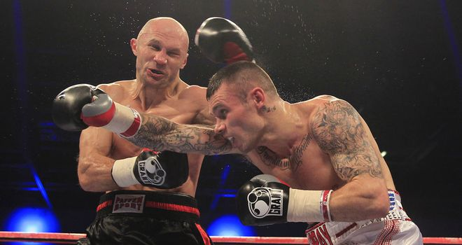 Martin Murray (R) in action against Sergey Khomitsky in London on Saturday (Pic Lawrence Lustig)
