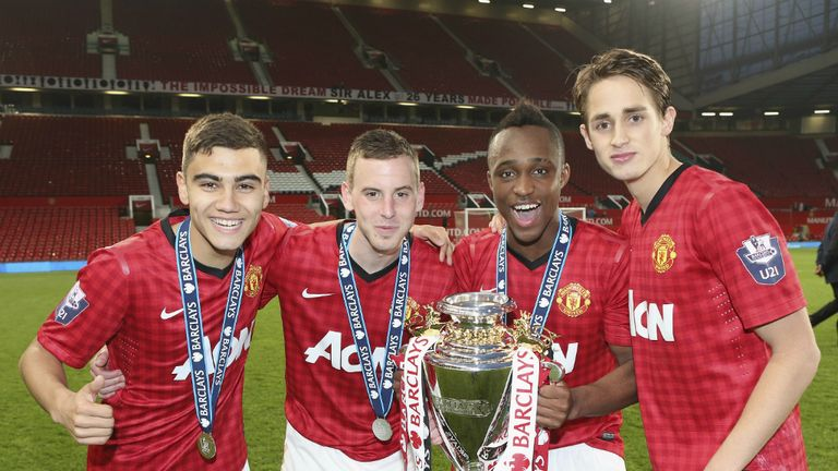 Youth and reserves - Page 2 Andreas-pereira-charni-ekangamene-adnan-januzaj-manchester-united_3059181