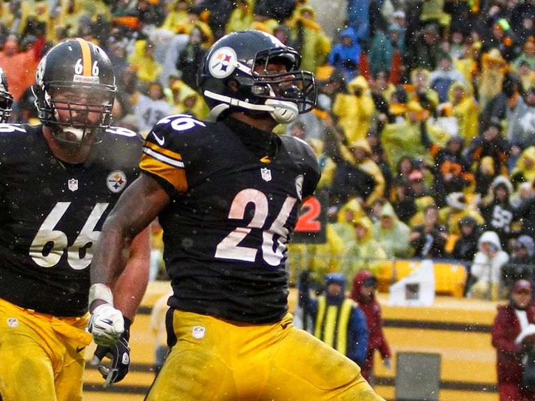 Le'Veon Bell celebrates his touchdown run