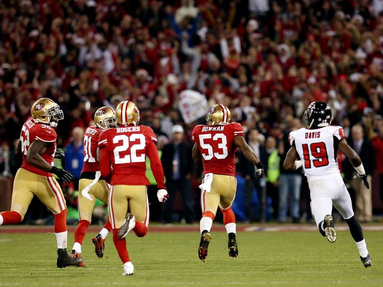 NaVorro Bowman (53) returns the interception for a TD
