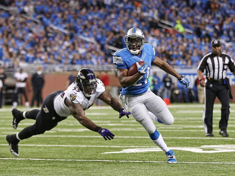 Reggie Bush bursts clear for a Detroit touchdown