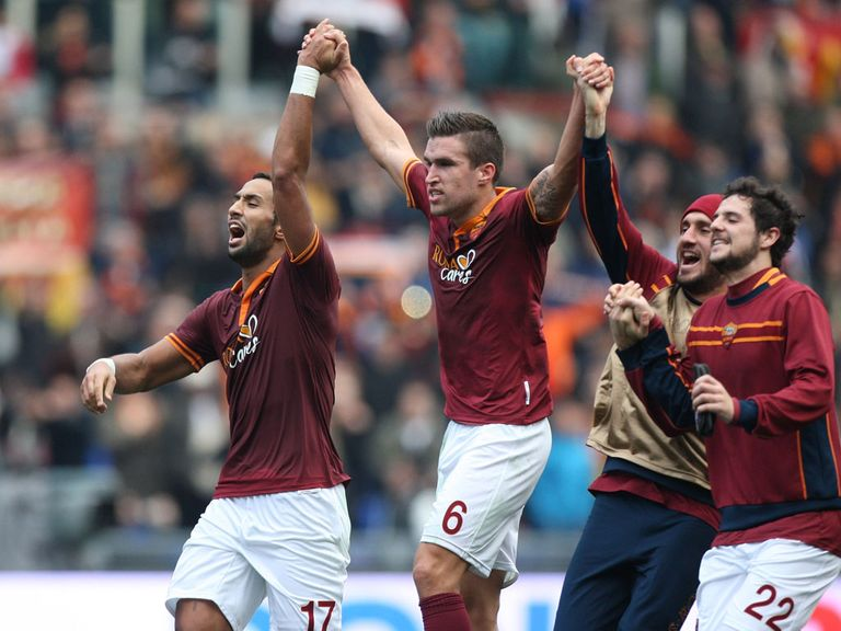 Roma celebrate their victory over Fiorentina