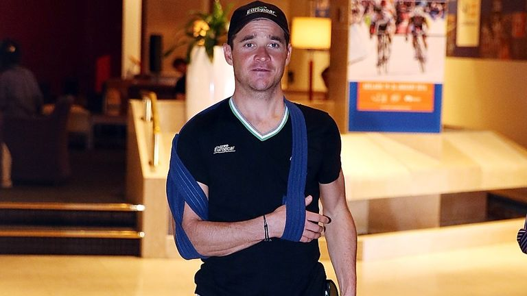 Thomas Voeckler with his arm in a sling after breaking his collarbone