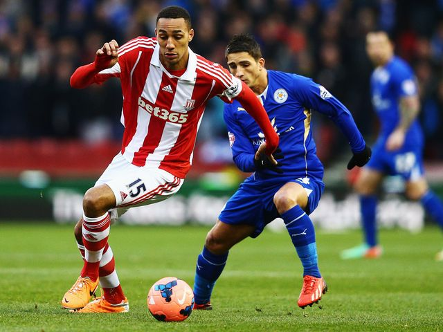 Steven N'Zonzi and Anthony Knockaert battle for the ball