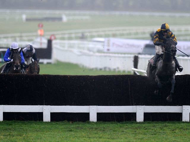 Mendip Express clears away at Cheltenham