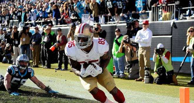 Vernon Davis scores a touchdown for San Francisco on the stroke of half-time