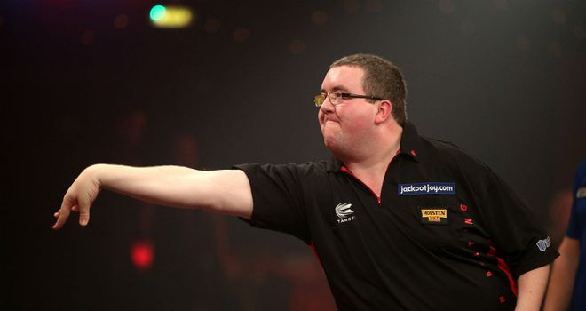 Stephen Bunting in action at the BDO World Darts Championship
