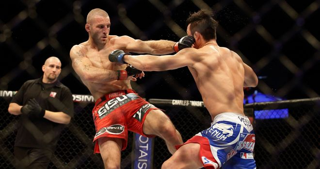 Tarec Saffiedine (L): Used leg kicks to gain advantage over Hyun Gyu Lim