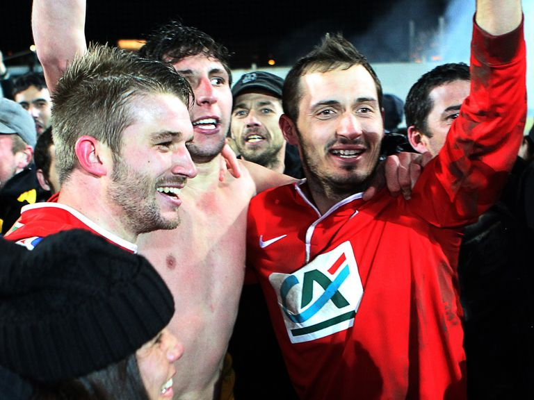 Ile Rousse's players celebrate after beating Bordeaux
