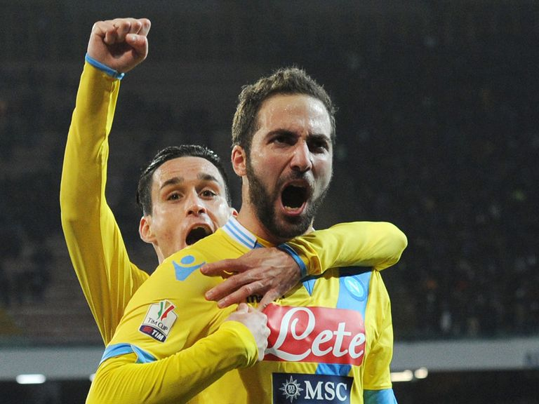 Gonzalo Higuain of Napoli celebrates his late strike