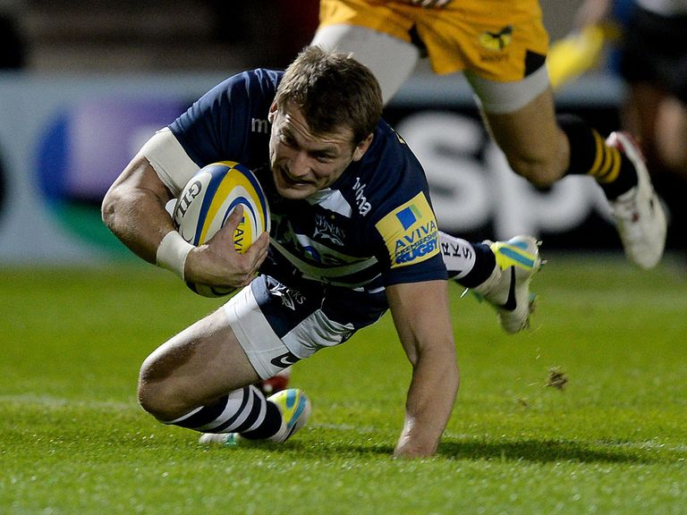 Mark Cueto: Signs a new deal