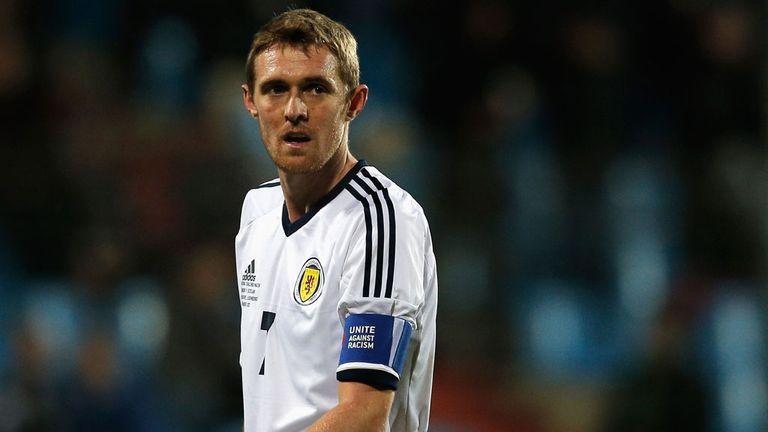 Scotland recall Manchester United midfielder Darren Fletcher