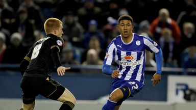 Liam Palmer: Midfielder signs new contract for Sheffield Wednesday