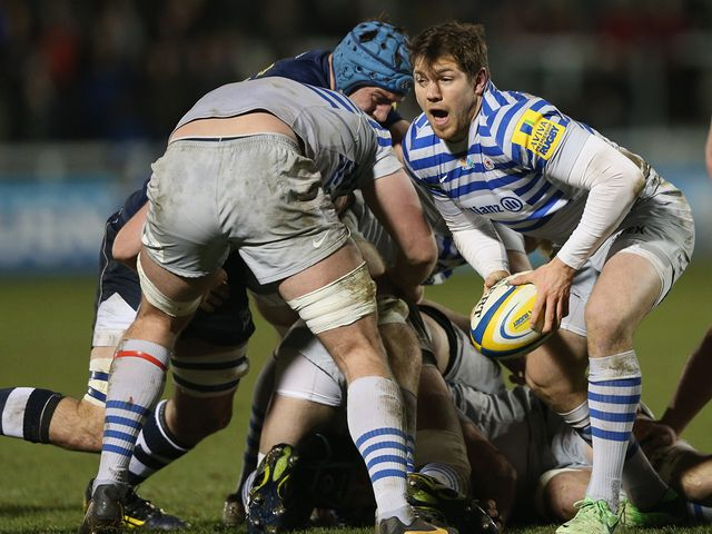 Alex Goode looks to set up a Saracens attack