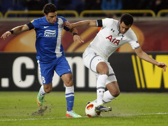 Dnipro's Victor Giuliano and Tottenham's Etienne Capoue