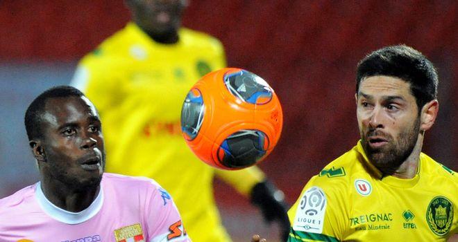 Modou Sougou and Olivier Veigneau focus on the ball