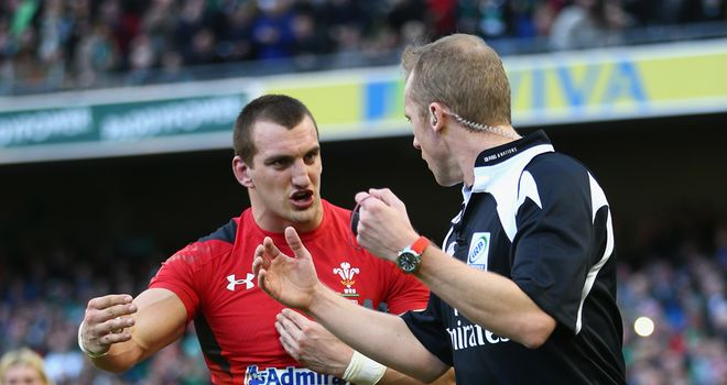 Sam Warburton shows his frustration in Dublin
