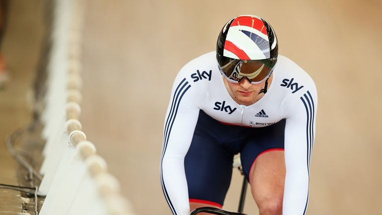 Jason Kenny was beaten 2-0 by Francois Pervis in the men's sprint quarter-finals