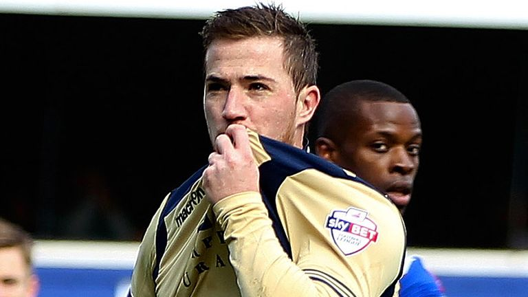 Leeds captain Ross McCormack has completed his move to Fulham