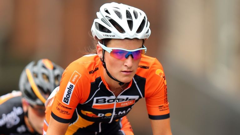 Lizzie Armitstead retained the lead of the UCI Women's Road World Cup