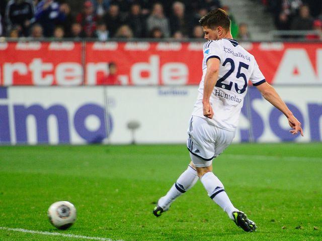 Klaas Jan Huntelaar scores for Schalke