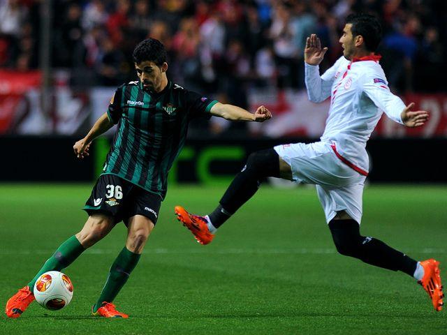 Betis' Caro vies with Sevilla's Jose Antonio Reyes