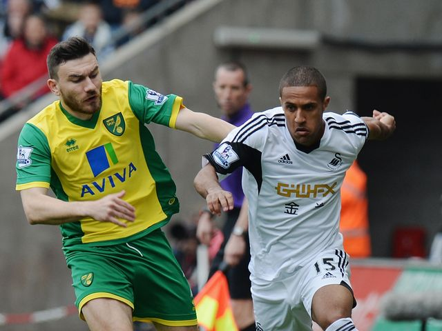 Robert Snodgrass keeps tabs on Wayne Routledge