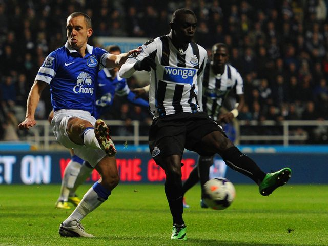Leon Osman (l) and Papiss Demba Cisse compete for the ball