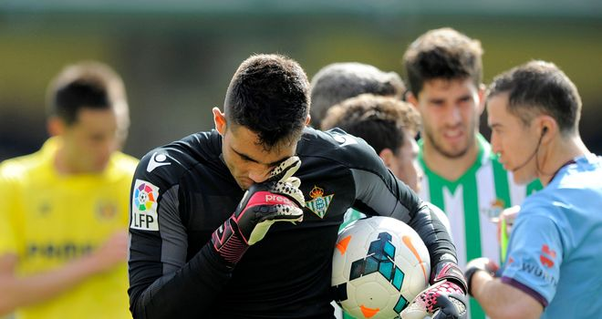 Antonio Adan: Helped Real Betis claim point