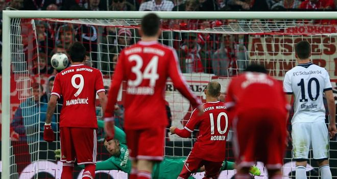 Arjen Robben nets from the penalty spot