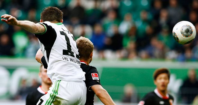 Ivica Olic heads home against Augsburg