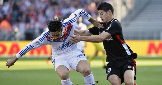 Milan Bisevac battles with James Rodriguez