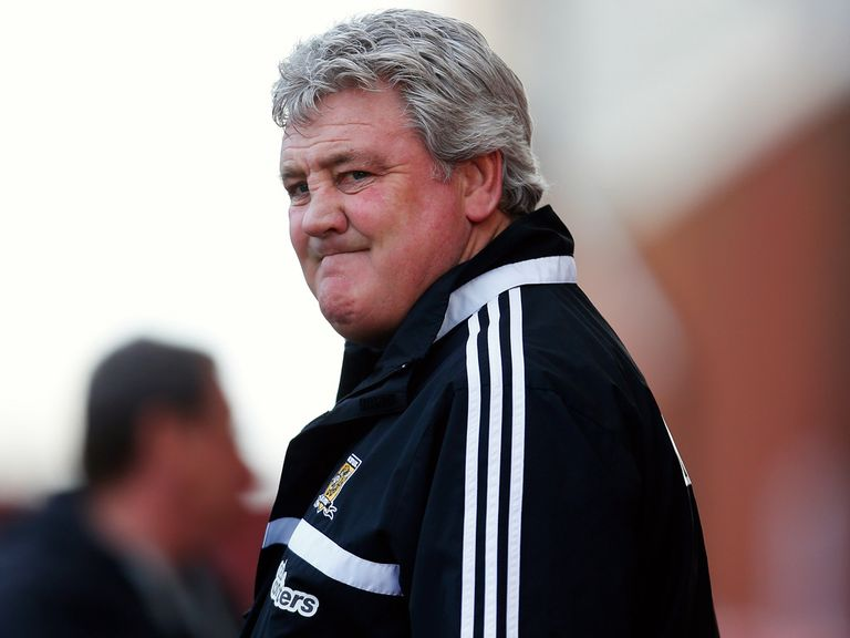 Steve Bruce: Says Ryan Giggs can see out his playing career at Hull