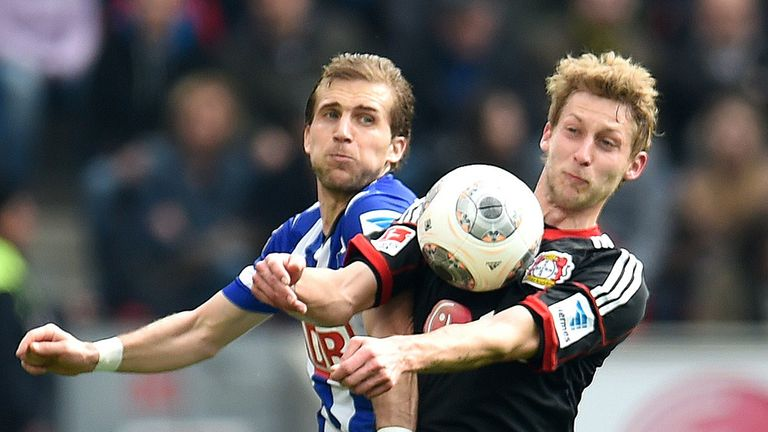 Peter Pekarik can't get ahead of Stefan Kiessling