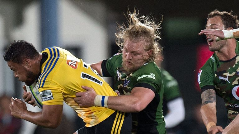 Dewald Potgieter (centre), in action against the Hurricanes