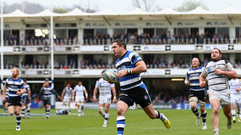 Horacio Agulla races in for his third try