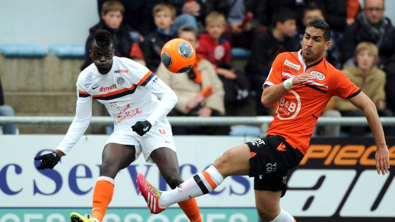 Montpellier's Mbaye Niang crosses the ball