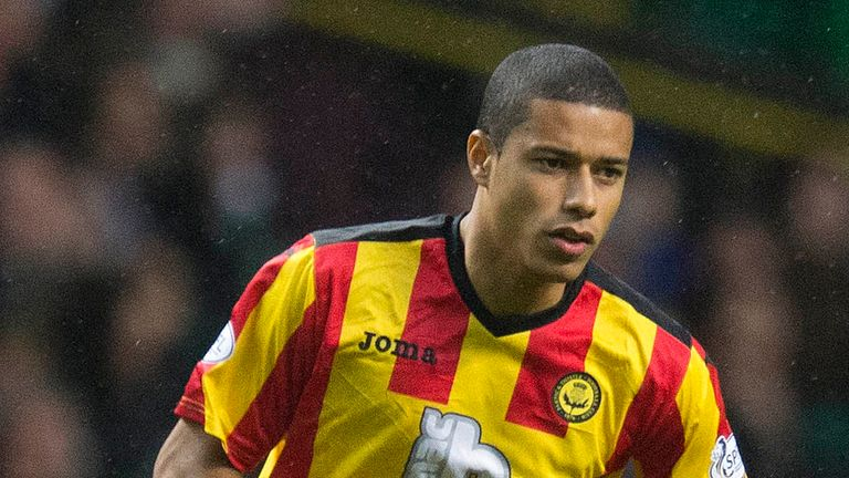 Lyle Taylor: Signs for League One new boys