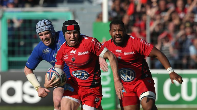 Matt Giteau on the charge for Toulon