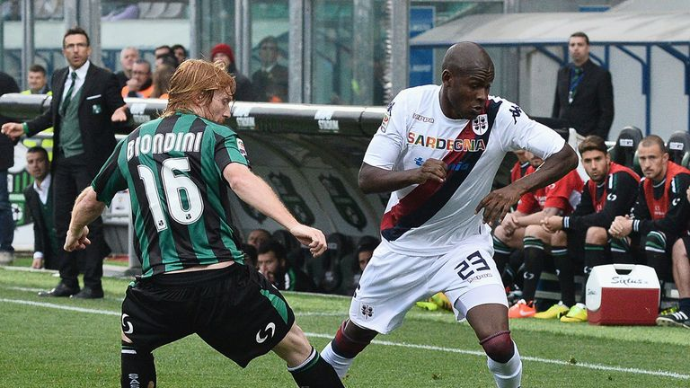 Victor Ibarbo tries to make progress