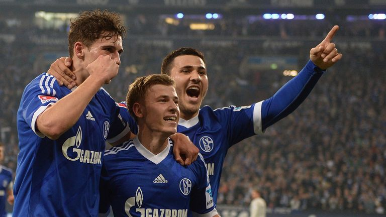Schalke celebrate Max Meyer's goal