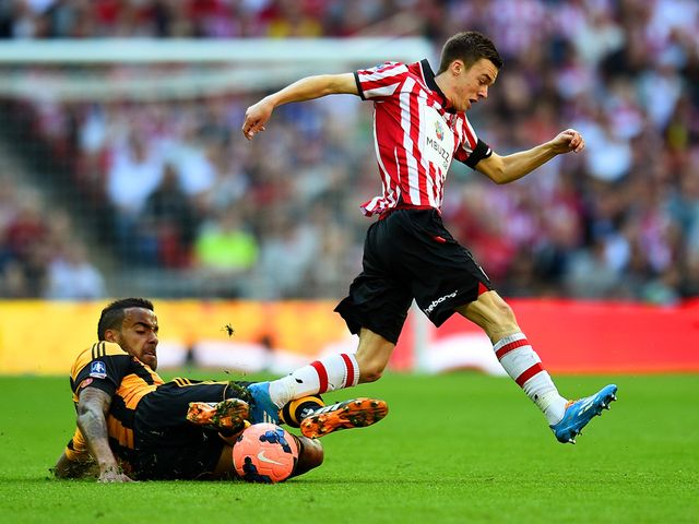 Tom Huddlestone tackles Stefan Scougall