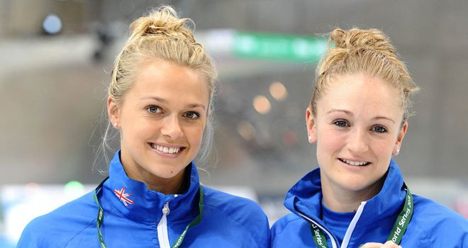 Tonia Couch (l) and Sarah Barrow show off their silver medals