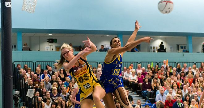 Manchester Thunder's Krista Enziano battles Team Bath's Stacey Francis for the ball. (http://www.brightiphotography.com/)