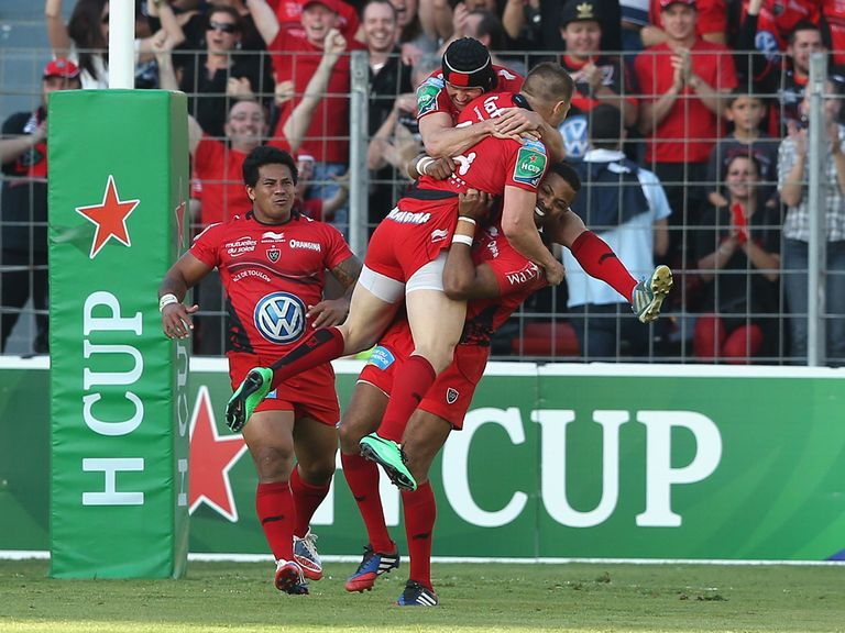 Toulon celebrate Drew Mitchell's try