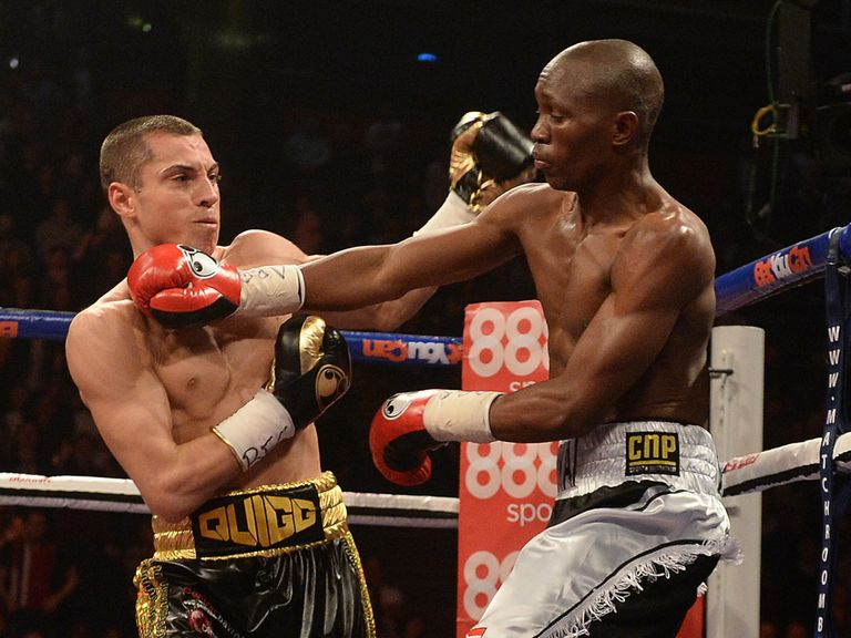 Scott Quigg in action against and Tshifhiwa Munyai in Manchester