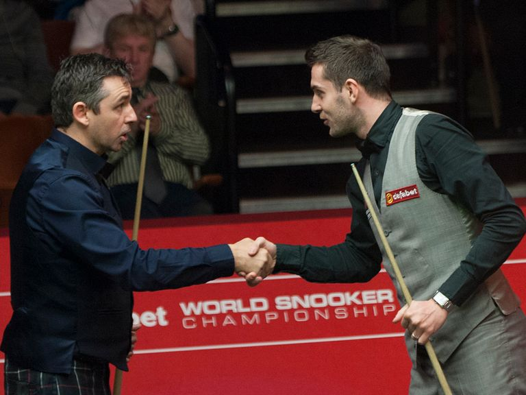 Mark Selby shakes hands with Alan McManus after his victory at The Crucible