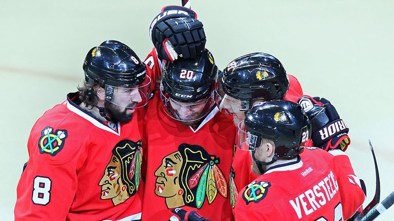 Chicago Blackhawks celebrate as they beat Los Angeles Kings to keep series alive