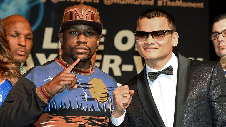 Floyd Mayweather (L) and Marcos Maidana will square off in Las Vegas